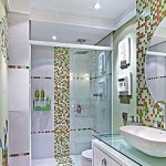 Banheiros com bancadas de vidro com fotos1