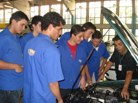 Senai SP 2012 Curso técnico gratuito de mecânica.