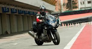 Curso de pilotagem de moto gratuito.