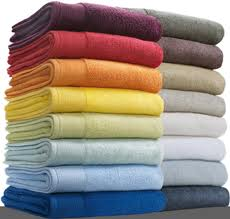 Como tirar bolor de roupas coloridas