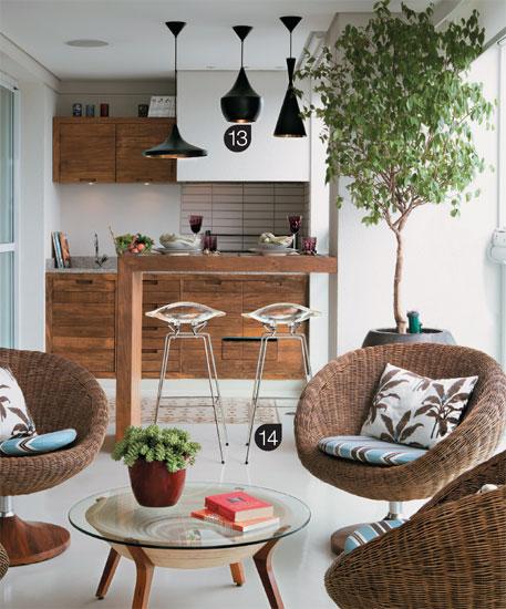 ofuro em jardim pequeno:varanda pode ser fechada com vidro e ganhar um espaço confortável