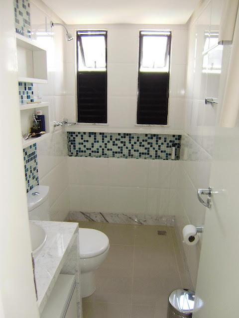 BANHEIROS DECORADOS COM FAIXAS DE PASTILHAS -> Banheiros Medios Decorados
