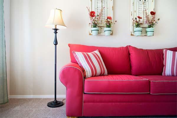 Como decorar o sofá com almofadas