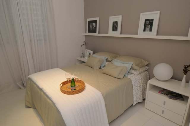 decoracao de interiores salas e quartos:Outra opção prática para o quarto é a colocação de prateleiras