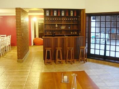 #474355 Sala de estar decorada com barzinho 400x300 píxeis em Bar Moderno Para Sala De Estar Imbutido