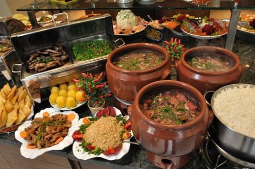 Decora o de mesa para feijoada for Cocina moderna tipo buffet