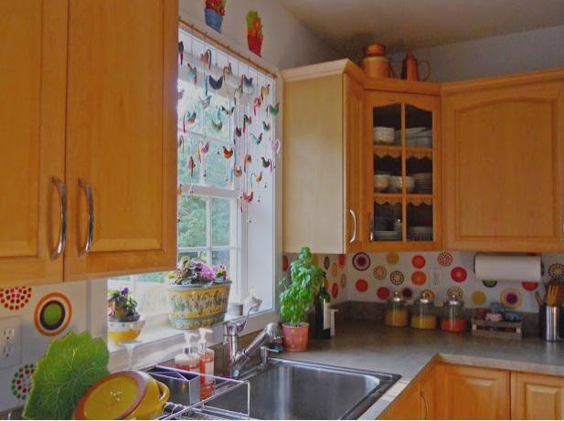 decoracao para cozinha galinhascortina feita com pequenas galinhas é