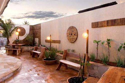 jardim fundo quintal : jardim fundo quintal:decoração em madeira é uma opção que pode transformar o quintal