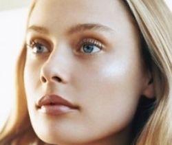 Maquiagem Dourada com Aspecto Natural