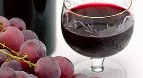 O vinho tinto oferece muitos benefícios à saúde. (Foto: Divulgação).