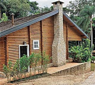 4 casa com madeira e pedra