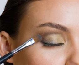 Como Combinar Maquiagem com a Roupa