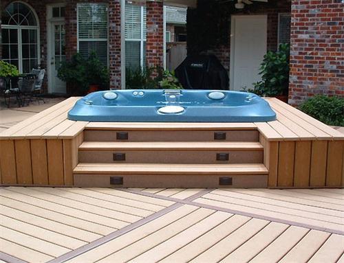 projeto de ofuro no jardim:Rack de madeira para decorar a área externa com ôfuro (Foto