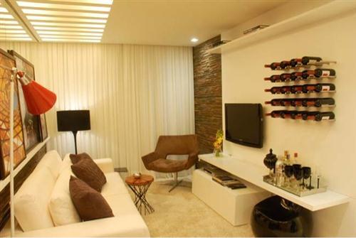 decoracao de interiores sala de estar pequena:Parede pequena decoradas com pedras (Foto:Divulgação).