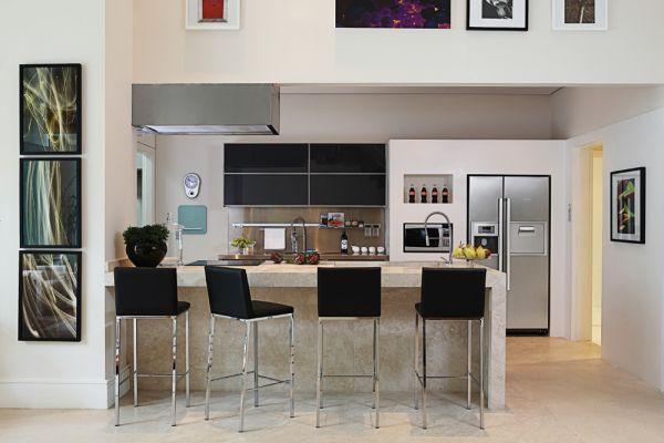 decorar cozinha grande : decorar cozinha grande:Móveis embutidos colaboram para aumentar o espaço do ambiente.(Foto