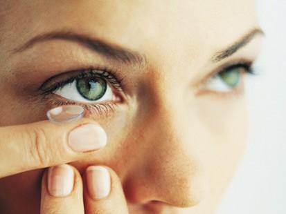 As lentes de cuidado exigem cuidados para não prejudicar a visão. (Foto: Divulgação).