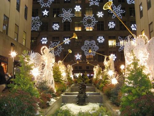 enfeites de natal para jardim iluminados : enfeites de natal para jardim iluminados:de decorar o jardim é utilizando flocos de neve em formato de