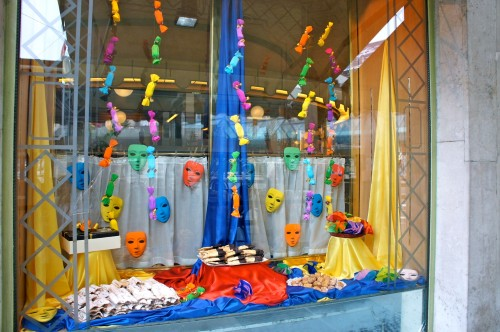 Decoração para carnaval em loja (Foto:Divulgação)