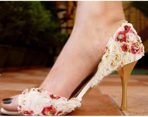 Sapato florido para noiva  (Foto:Divulgação).
