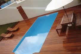 Revestimentos para a área da piscina. (Foto: Divulgação).