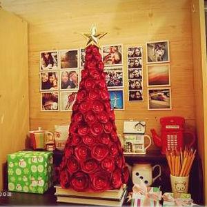 Árvore de Natal com flores de tecido