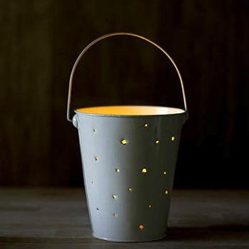 Lanterna de balde de lata