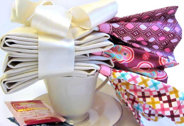 É muito fácil colocar babado de tecido em pano de prato (Foto: sew4home.com)