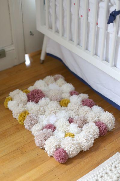 Você pode fazer o seu tapete de pompons com a cor ou com as cores de sua preferência (Foto: sayyes.com)