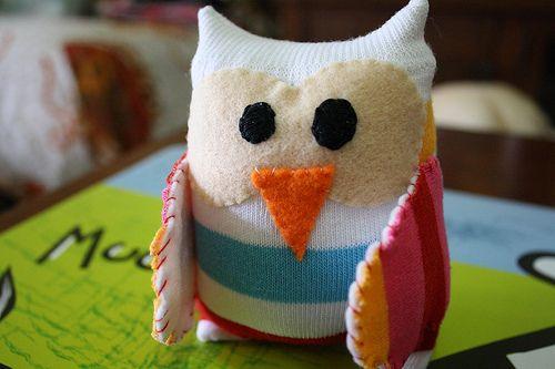 Corujinha de meia pode ter o estilo que você desejar (Foto: whimsyloft.com)