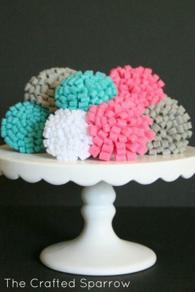 Invista nestas flores de feltro fáceis de fazer para decorar as suas peças (Foto: lilluna.com)