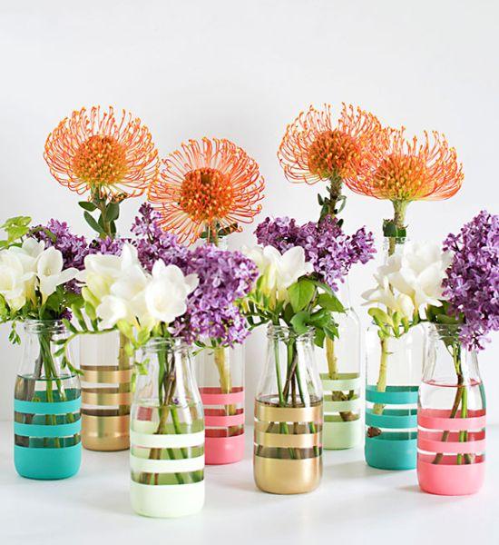 Esta ideia simples para fazer com garrafas de vidro pode ter o estilo que você desejar (Foto: blog.pbteen.com)