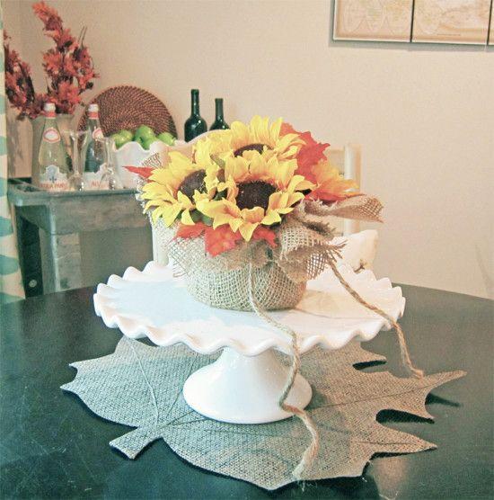 Este lindo arranjo de flores artificiais para mesa é muito fácil de ser feito (Foto: thehoneycombhome.com)