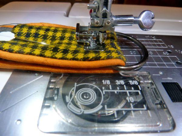 Como Fazer um Chaveiro de Tecido Passo a Passo