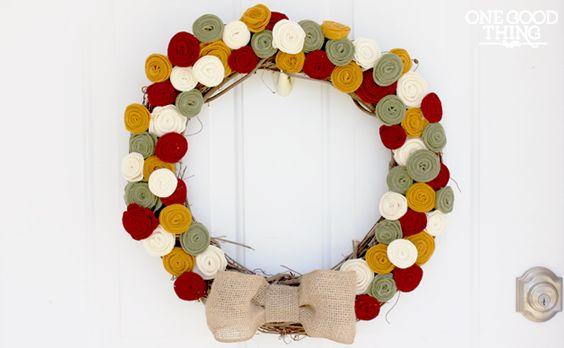 Ideias para fazer guirlanda com flores de feltro não faltam (Foto: onegoodthingbyjillee.com)