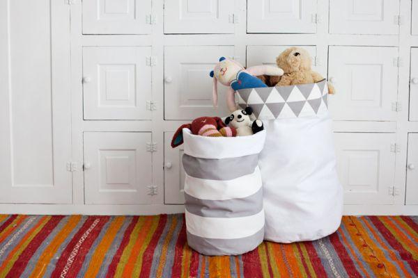 Organizador de brinquedos de tecido é versátil e útil (Foto: abeautifulmess.com)