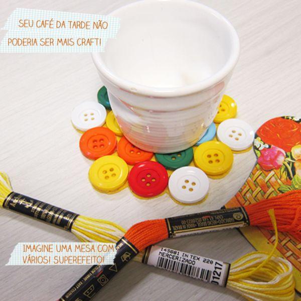 Este lindo, sustentável e divertido porta-copos de botões é também fácil de ser feito (Foto: blog.elo7.com.br)