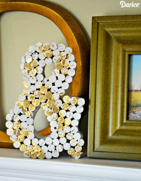 Este diferente artesanato com rolhas pode ser feito com qualquer letra (Foto: blog.darice.com)