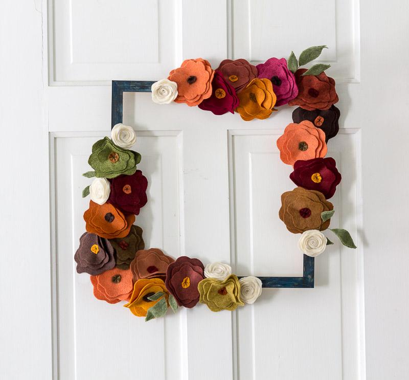 como fazer artesanato com flor de feltro para decoração