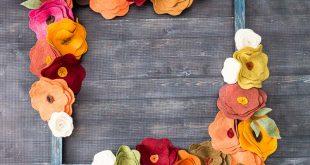 como fazer uma decoração com flores de feltro