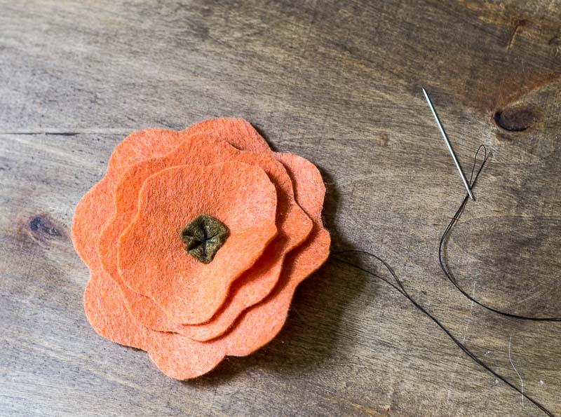 Decoração com flores de feltro