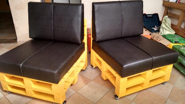 sofá de pallet amarelo