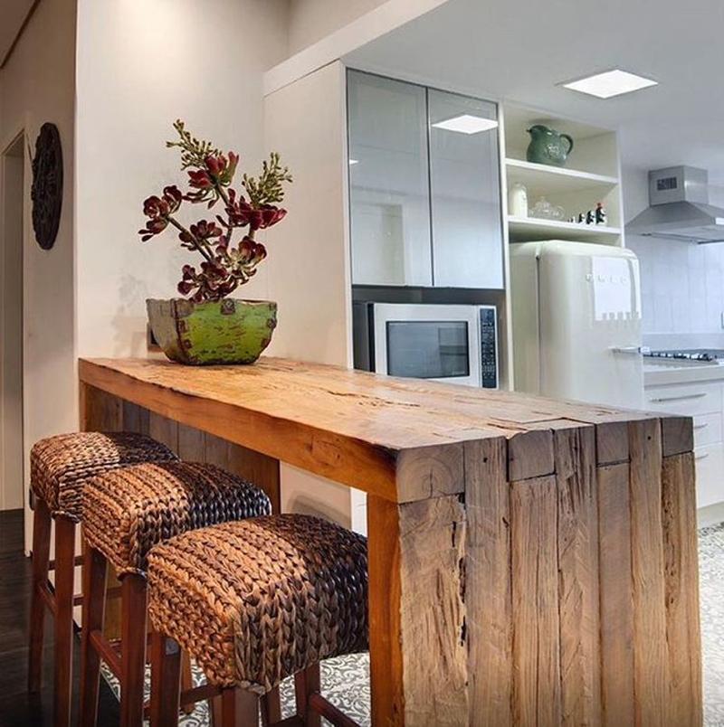 Artesanato com madeira de demolição na cozinha