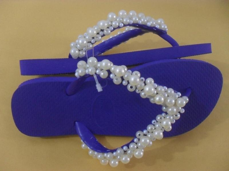 chinelo decorado azul e branco