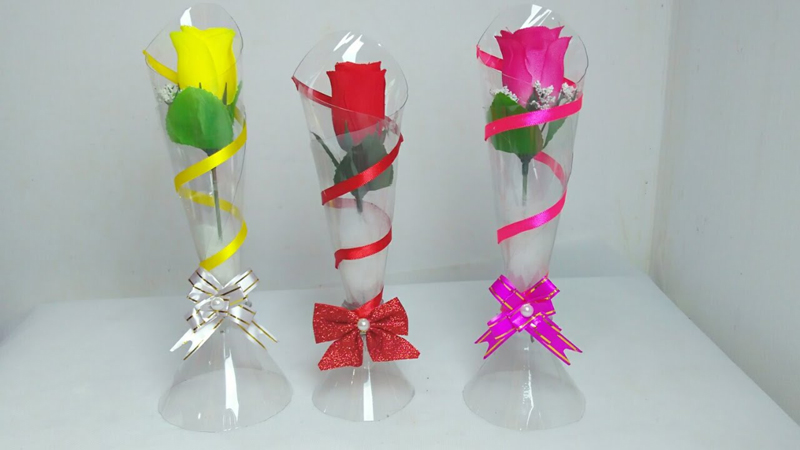 vaso de rosa
