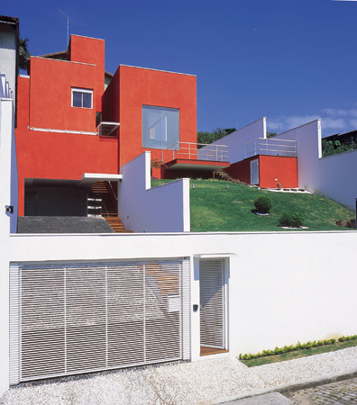 Fachadas de casas com cores fortes veja fotos for Cores modernas para fachadas de casas 2016