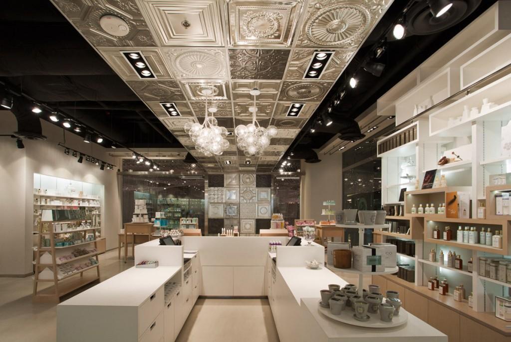 Decora o de lojas de cosm ticos for Interior design for shoes shop