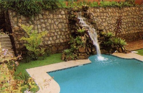 Decora o para muros de piscinas for Como recuperar agua piscina verde