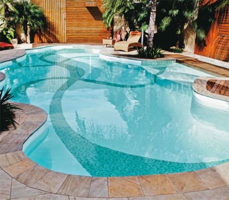 Piscinas com formatos diferentes fotos modelos for Modelos de piscinas armables