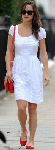 Usar vestido branco durante o ano todo pode ser um grande trunfo para diferenciar o seu visual (Foto: Divulgação)