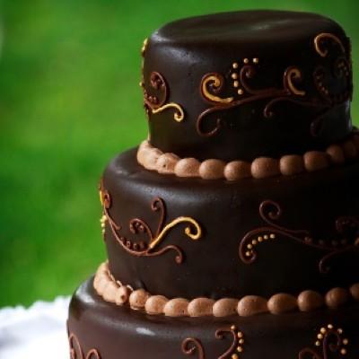 Decoração de bolo para casamento marrom (Foto:Divulgação).